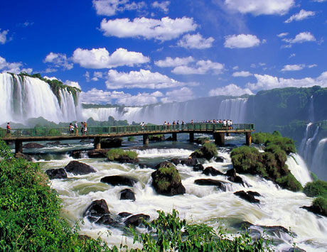 Iguazúfallen sett från två länder