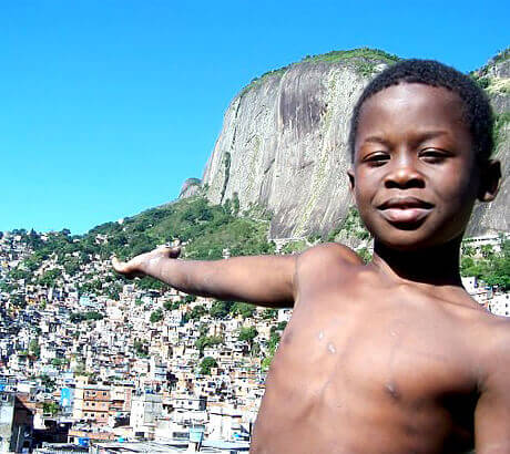 Thabela Travel hjälper barnen i kåkstäderna i Brasilien. Läs mer »